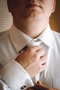 http://libraphoto.com - жених с галстуком