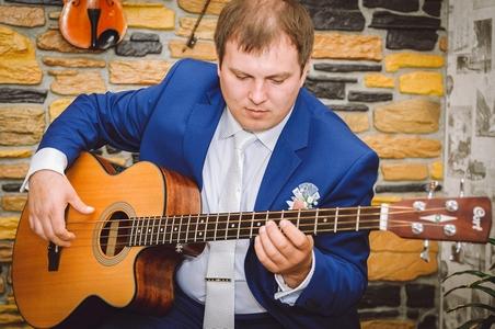 http://libraphoto.com - жених с гитарой
