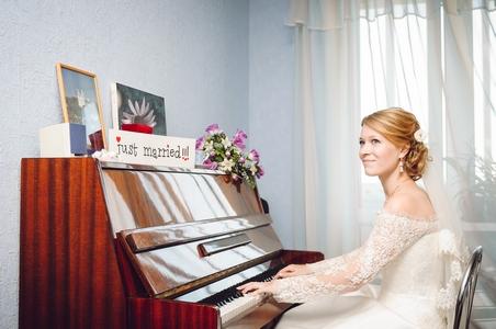 http://libraphoto.com - невеста за фортепиано