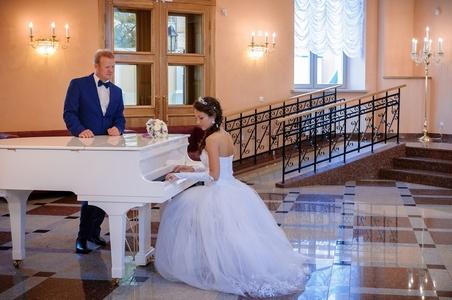 http://libraphoto.com - фортепиано в холле перед концертным залом Иезуитского коллегиума в Полоцке
