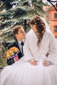 http://libraphoto.com - жених и невеста в беседке